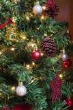 drzewni kolorowi Boże Narodzenie ornamenty zdjęcie stock