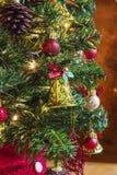 drzewni kolorowi Boże Narodzenie ornamenty fotografia royalty free