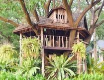 Drzewny dom w ogródzie Zdjęcia Royalty Free