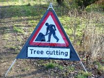 Drzewny rozcięcie znak na Chorleywood błoniu zdjęcie royalty free