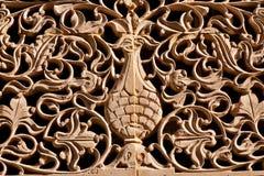 Drzewo życie, czochrać gałąź i liście, rzeźbił na starej ścianie Zdjęcie Stock