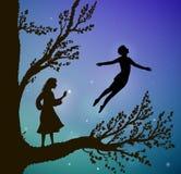 Drzewo w nocy, magicznej lata, chłopiec i gil na dużym drzewie, sposób kraina cudów, royalty ilustracja