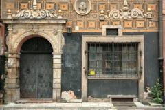 drzwi 1 okno stary obraz stock