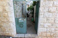 Drzwi - apertura w ścianie fotografia stock