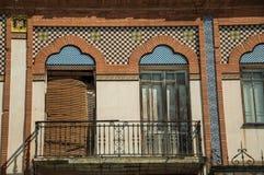 Drzwi balkon na budynku z ceramika płytkami przy Merida zdjęcia stock