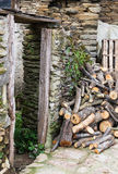 Drzwi dom w ruinach Obrazy Royalty Free