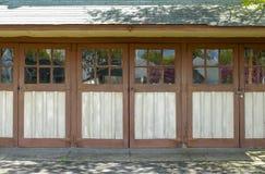 drzwi garażują starego Fotografia Stock