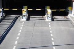 drzwi garażu na parkingu Fotografia Royalty Free