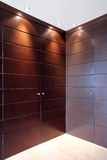 drzwi meblarska elegancka garderoby drewniana Obrazy Stock