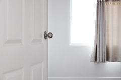 Drzwi otwierający pokój, nieruchomości pojęcie Fotografia Stock