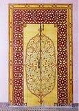 Drzwi pałac w mieście fez w Maroko, malującym z w zawiły sposób, pięknymi, barwiącymi wzorami w orientalnym stylu, obraz stock