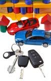 Drzwi, pojazdów klucze, dwa samochodowego modela i blokowego dom, Zdjęcia Royalty Free