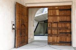 Drzwi przy Doha sztuki współczesnej muzeum obraz royalty free