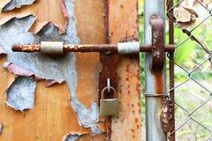 drzwi rdzewiejący Zdjęcia Royalty Free