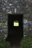 Drzwi rujnujący kasztel Zdjęcie Royalty Free