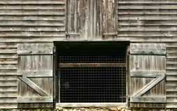 drzwi się otwierają barn Obrazy Stock