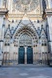 Drzwi st. vitus katedra w Prague obrazy stock