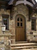 drzwi strażowego domu zaokrąglający mile widziany drewniany obrazy stock