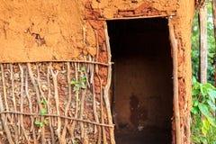 Drzwi tradycyjny, afrykanina dom Obrazy Stock