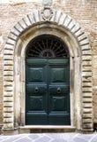Drzwi w Lucca, Tuscany, Włochy. zdjęcie stock