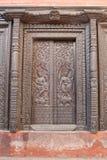 Drzwi w Nepalskiej świątyni w Varanasi Zdjęcia Royalty Free