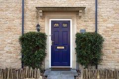 drzwi wejścia przodu dom odnosić sie obrazy stock