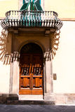 Drzwi wyszczególniają od średniowiecznego grodzkiego Lucca Fotografia Stock