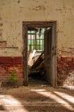 Drzwi z jaskrawym światłem Obrazy Stock