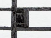 Drzwiowa żaluzja stary dom wiejski zdjęcie royalty free