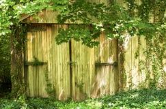 drzwiowego garażu stary drewniany Zdjęcie Royalty Free