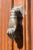 Drzwiowego knocker ręka Obrazy Stock
