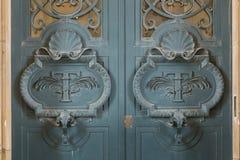 Drzwiowi architektoniczni powierzchowność szczegóły louvre muzeum fotografia royalty free