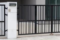 Drzwiowy dzwon przy bramą zdjęcia stock