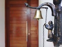 Drzwiowy dzwon przy wej?ciem dom zdjęcia stock