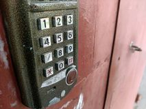Drzwiowy kontrola dostępu panel blokować drzwi i otwierać Ochrony syst fotografia stock