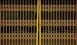 drzwiowy kruszcowy stary kolor żółty Obrazy Royalty Free