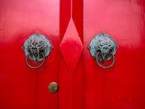 Drzwiowy otwieracz przy Marmurową świątynią, Bangkok Tajlandia fotografia royalty free