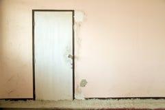 Drzwiowy stary drewniany dom Obrazy Royalty Free