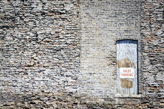 drzwiowy stary parking znaka lokaj drewniany fotografia stock