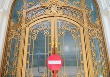 drzwiowy złoty ozdobny zdjęcia stock