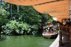 Dschungel-Kreuzfahrt-Fahrt bei Adventureland, Disneyland Stockbild