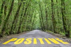 Dschungelstraße zum Positiv lizenzfreies stockfoto