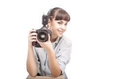 拿着DSLR照相机的摄影师妇女 免版税库存图片