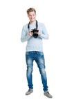 拿着dslr照片照相机的年轻摄影师 免版税库存图片