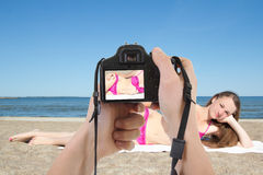 Dslr camera in male hands taking picture of beautiful woman on t Stock Photography