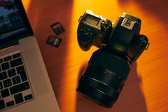 Dslr Camera And SDHC Memory Cards On Desk Near PC Royalty Free Stock Photography