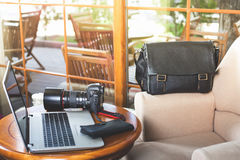 Dslr camera at the table Royalty Free Stock Photography