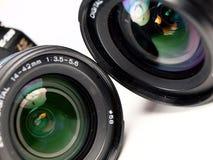 DSLR Kamera auf weißem Hintergrund Stockfotografie