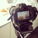 DSLR kamera i prosty domowy pracowniany ustawianie Zdjęcie Stock
