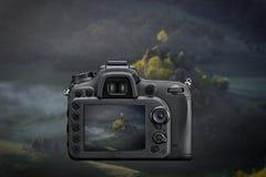 DSLR refleksowa kamera fotografuje z ekranu żywym wizerunkiem mo na Obraz Stock